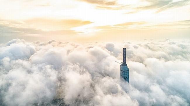 nóc nhà landmark 81 trong mây